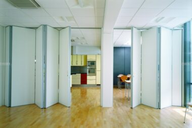 Раздвижные офисные перегородки